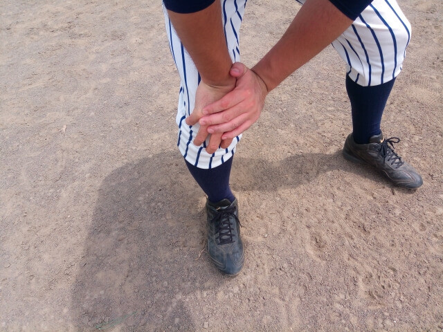 膝痛野球少年